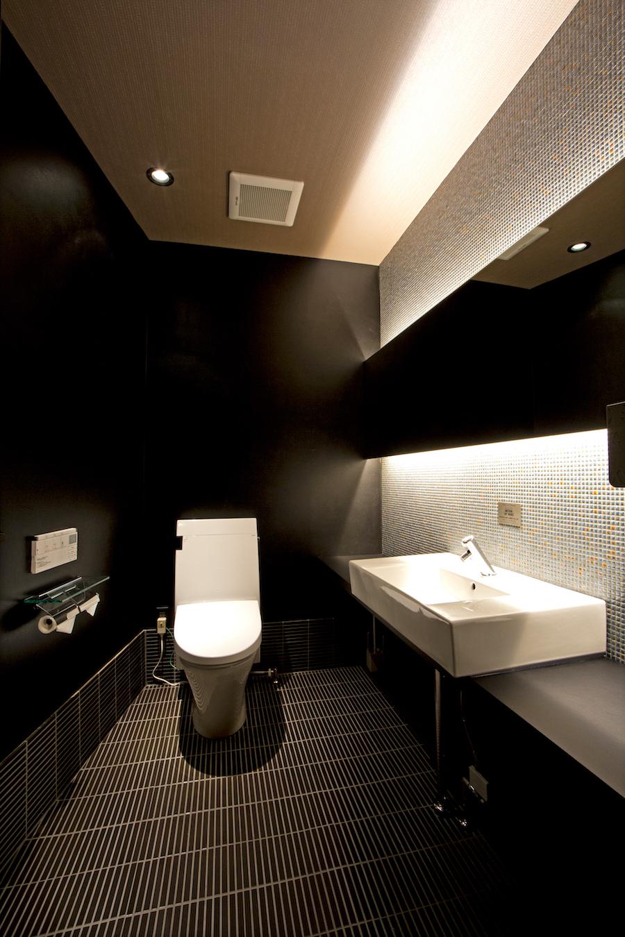 ⑪2階VIP用トイレ